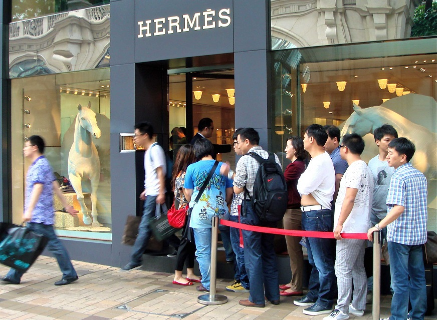chinese tourists line up outside an overseas hermes store - Hermes Middle Age Crisis