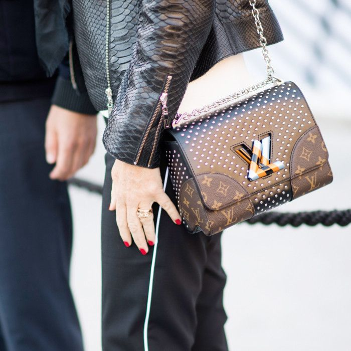 louis vuitton bag price london 205521 1476388123 square.700x0c - How to Hold Your Handbag Like a Celebrity